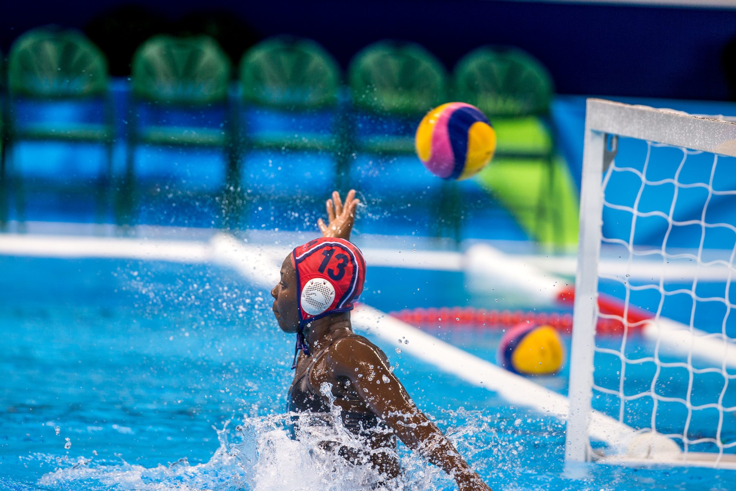 OKT waterpolo speelsters gaan bubbel in